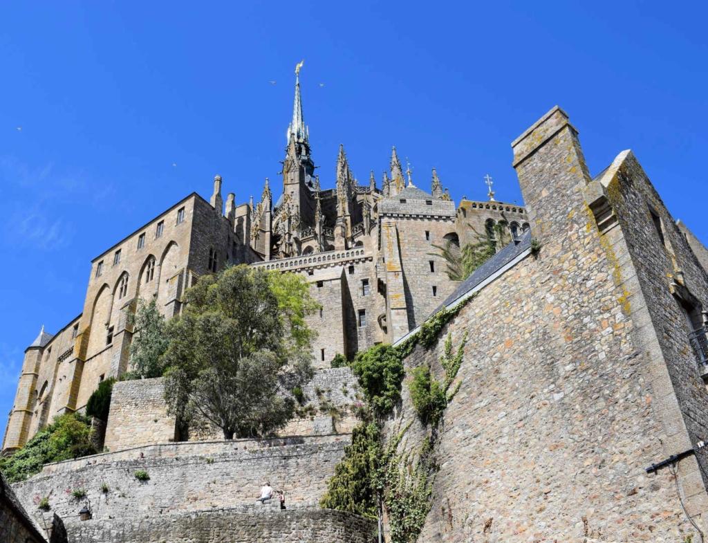 best time to visit mont saint michel